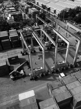 RTG (rubber tired gantry crane)